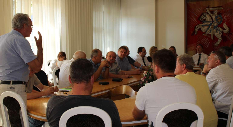 Ministras Giedrius Surplys antrąkart  susitiko su žvejų bendruomene